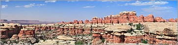 Canyonlands NP -  (The Needles) Chesler Park en vue panoramique  (CANON 5D + EF 100 macro)