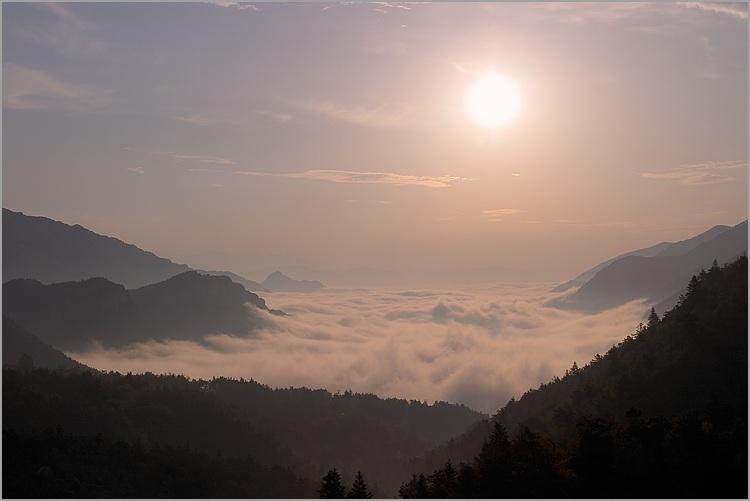 Humeur du jour... en image - Page 41 Soleil_levant_mer_nuages_1